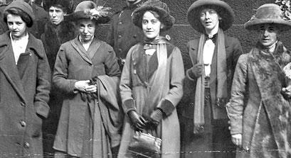 Suffragettes Annie Briggs, Lillian Forrester and Evelyn Manestra, 1913 courtesy of Manchester Archives