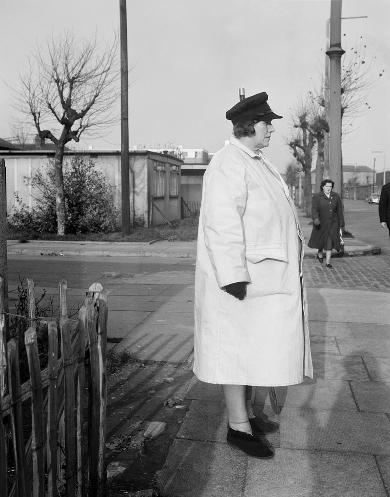 Evelyn Hofer,  Crossing Guard, London, 1962 ©Estate of Evelyn Hofer Courtesy ROSEGALLERY, Santa Monica
