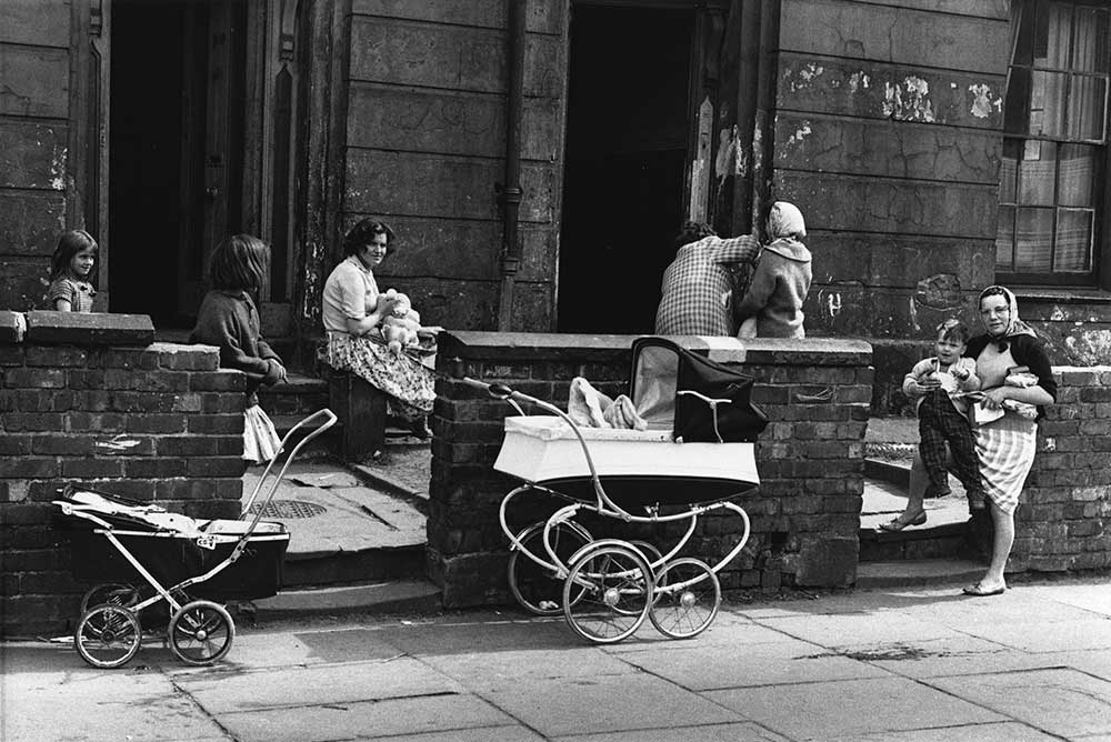 Shirley Baker Near Upper Brook St, Manchester, 1964 © Shirley Baker Estate Courtesy of Mary Evans Picture Library
